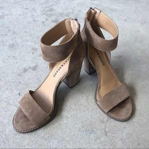LUCKY BRAND WOMENS LEXARA HEEL- TAUPE SIZE 6.5M